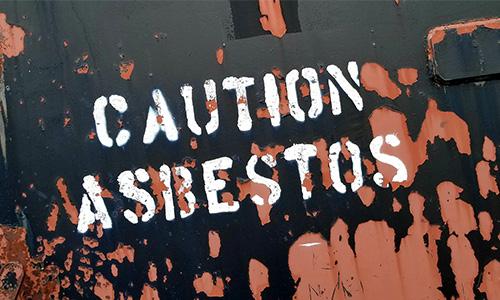 Miramix sanerar asbest, exempelvis eternittak, i Stockholm.
